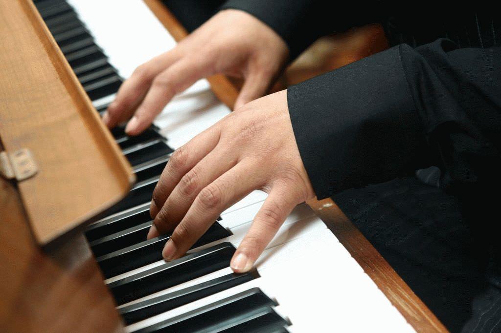 минус на пианино