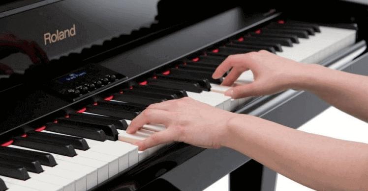 положение рук при игре на пианино